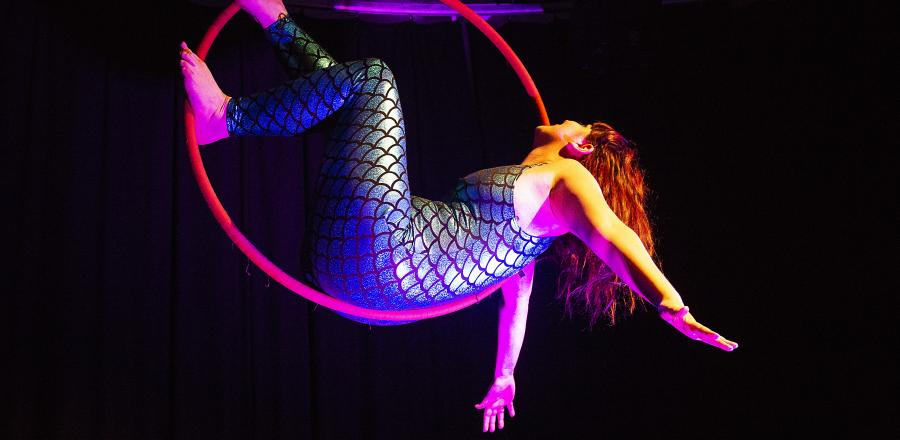 Engaging women with digital technology through Aerial Circus