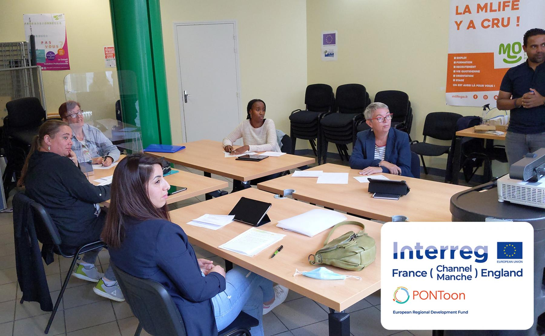 A group of Amiens Métropole beneficiaries trial the PONToon digital tools with trainers from Mission Locale